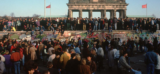 The fall of the Berlin Wall 25 years ago paved the way for a previously unthinkable research cooperation. © Keystone