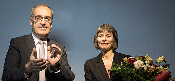 Chairman of the Foundation, Federal Councillor Guy Parmelin, and the 2019 winner, Professor Nicola Spaldin from ETH Zurich, at t